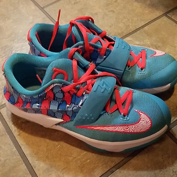 timeless design 01864 65719 Boys Nike KD 7 basketball size 6Y